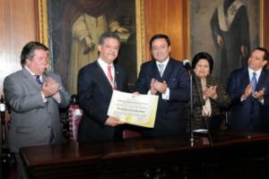 LF fue condecorado con la Orden del Fundador al Mérito Político y de Gobierno