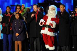 Familia Obama abre época navideña con encendido de árbol