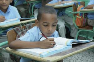 Encuestas revelan Programa Solidaridad baja deserción escolar y analfabetismos