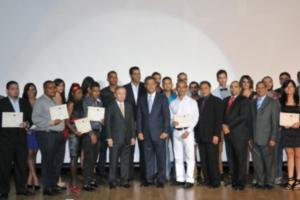 LF encabeza ceremonia graduación curso Global para Paz y Desarrollo