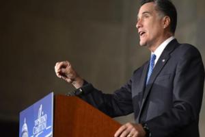 """Romney dice que la economía de EE.UU. necesita """"algo drástico"""" para crear empleo"""