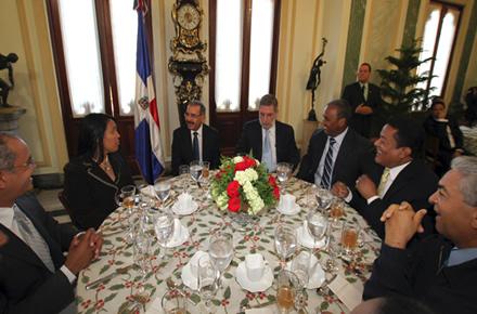 Presidente Medina comparte con la prensa en encuentro navideño