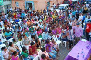 Montás visita a Gualey y reafirma su compromiso de luchar contra la pobreza
