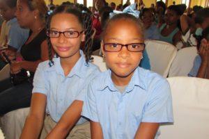 Inabie entrega más de cuatro mil lentes a estudiantes de escuela pública