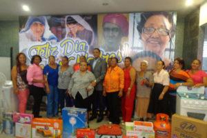 A ritmo Pochy Familia y La Coco Band diputado Cabrera del PLD entregará hoy regalos a las madres