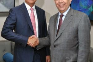Ministro de Hacienda recibe al gobernador del Banco Central