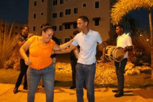 Residentes en Ciudad Juan Bosch disfrutan de aguinaldo navideño