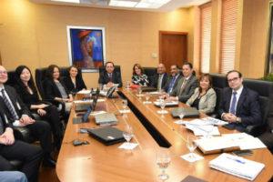 Gobernador del Banco Centrar se reúne con misión del FMI