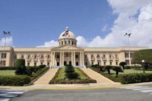 Danilo Medina juramenta a Jaime Aristy Escuder como administrador de Punta Catalina