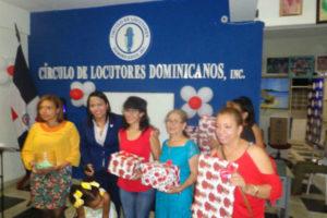 """Círculo de Locutores Dominicanos otorga decenas de regalos por motivo del """"Día de las Madres"""""""