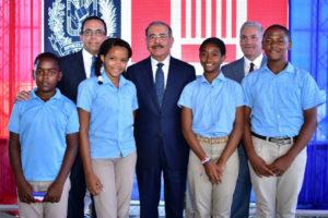 Medina entrega dos centros educativos en Azua