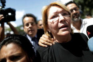 Fiscal venezolana se declara en rebeldía contra su destitución