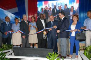 Presidente Medina entrega dos centros educativos primarios y un liceo a San Cristóbal