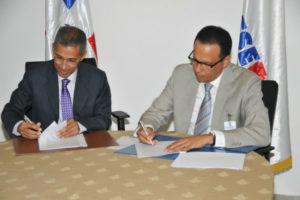 Promese/CAL firma convenio con ARS Semma para suministro de medicamentos