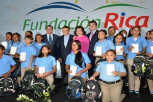 Andrés Navarro destaca responsabilidad social de empresarios con aportes a la educación