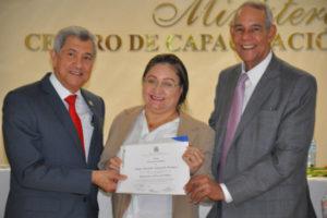 CAPGEFI y Gabinete Políticas Sociales Vicepresidencia realizan graduación