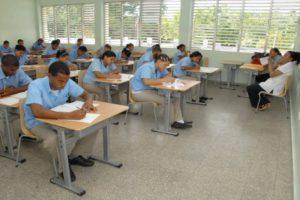 Ministerio de Educación llama a 46,384 estudiantes del nivel medio a tercera convocatoria de pruebas nacionales