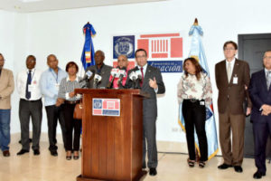 Navarro Informa entra en su fase final evaluación de unos 80 mil maestros para mejorar la educación
