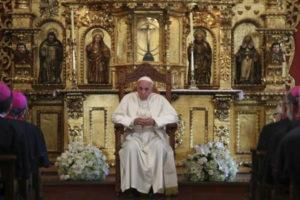 """El papa dice que el escándalo Odebrecht es una """"anécdota chiquita"""" de la corrupción en Latinoamérica"""