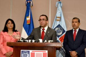 Navarro dispone amplio programa de rehabilitación y ampliación de escuelas en todo el país