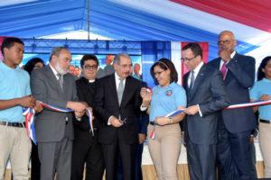 Presidente Medina entrega nuevo centro educativo en Santo Domingo Este en beneficio de 945 estudiantes