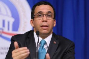 Navarro dispone pago de más de RD$318 millones por incentivos a maestros por Evaluación Docente