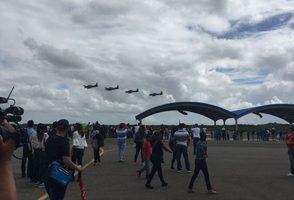 Cientos de personas asisten a show aéreo por 70 aniversario de la FARD