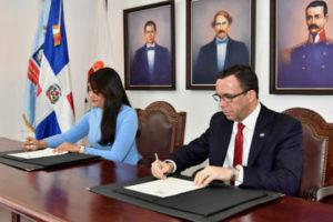 Navarro firma acuerdo con Ministerio de la Juventud para el desarrollo integral de los estudiantes de bachillerato